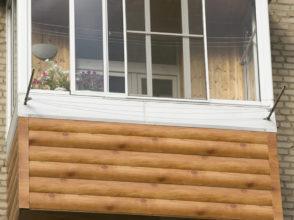 Расширение балкона на 30 см вперед, наружная отделка металлосайдингом, монтаж рамы, установка крыши с усиленным козырьком, бельевые крепления.