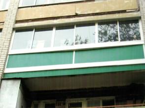 Остекление лоджии, с закрытием нижних и верхних просветов (металлическим листом) с окрашиванием экрана.